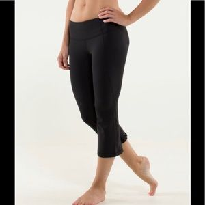 Lululemon Gather and Crow Crop  Size 6